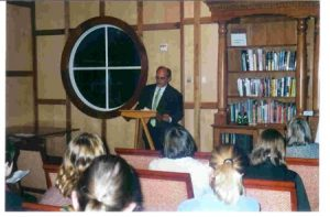 FOTO JUVENAL SOTO4Hollins University. Noviembre de 2003