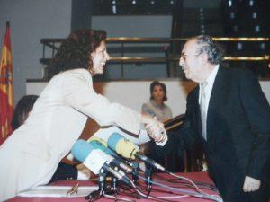 Foto Rafael Guillén 3.- Entrega del Premio Nacional de Literatura (poesía) por la Ministra de Cultura.