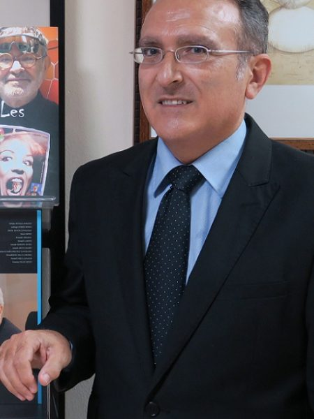 JOSÉ MARÍA MOLINA CABALLERO (Rute, Córdoba, 1961)  Fundador y director de la editorial y revista literaria Ánfora Nova, desde 1989. Colaborador habitual de periódicos y revistas nacionales y extranjeras. Pertenece, desde 1991, a la Real Academia de Córdoba. Igualmente es, desde 2018, Académico Correspondiente de la Real Academia de Nobles Artes de Antequera. Miembro de la Comisión Asesora del Centro Andaluz de las Letras (Consejería de Cultura de la Junta de Andalucía), desde 1998. Miembro de las juntas directivas de la Asociación Colegial de Escritores de España (ACE-Andalucía) y de la Asociación Internacional Humanismo Solidario. Cronista Oficial de la Villa de Rute. Miembro del Consejo Social de la Universidad de Córdoba y del Consejo Rector de la Fundación Provincial de Artes Plásticas Rafael Botí (Diputación de Córdoba).