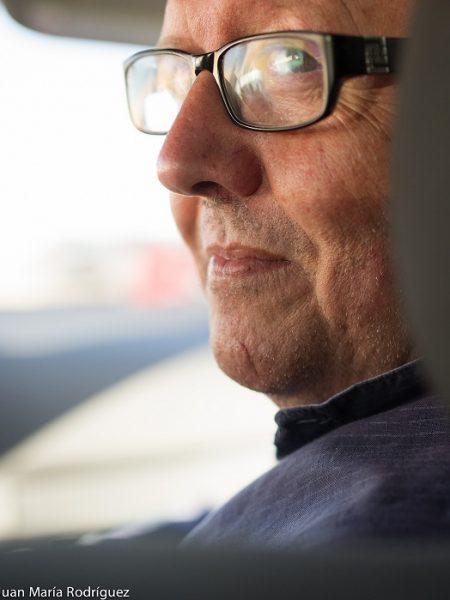 """JUAN JOSÉ TÉLLEZ (Algeciras, Cádiz, 1958)  Escritor y periodista. A partir de 1974, forma parte de distintos colectivos contraculturales en la capital gaditana, ha recibido distintos premios periodísticos y literarios, entre ellos, """"Bahía"""", """"Ciudad de Irún"""", """"Festival de la Unión"""", """"Ciudadanos"""", """"Aljabibe"""", """"Andalucía sobre Migraciones"""", """"Unicaja de Poesía"""", """"Universidad de Sevilla"""", """"Ciudad de Algeciras"""", """"Angel María de Lera"""", """"Gaditano del Año"""", al tiempo que le fue dedicado el Día del Libro de la Universidad de Cádiz, en 2019.   En 2001, obtuvo una mención especial de los premios Ondas, por su programa Bienvenidos, de Canal Sur."""