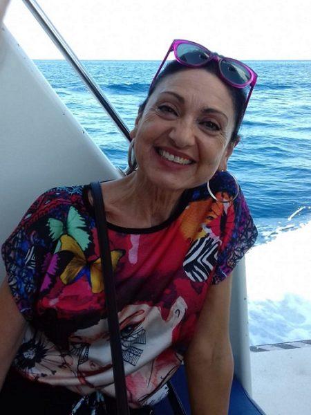 MARÍA JESÚS FUENTES GARCÍA (Málaga, 1960)  Es Licenciada en Filología Hispánica y ejerce la docencia en el I.E.S.