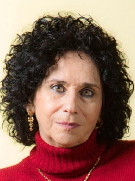 PALOMA FERNÁNDEZ GOMÁ (Madrid-Algeciras, 1955).   Poeta, escritora y crítica literaria. Consejero de Número del Instituto de Estudios del Campo de Gibraltar. Fundadora y Directora de la revista Tres orillas-Dos Orillas (2002- hasta la fecha). Coordinó la antología ARRIBAR A LA BAHÍA, ENCUENTRO DE POETAS EN EL 2000. Miembro de honor de la AEMLE (Asociación de Escritores Marroquíes en Lengua Española).